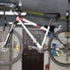 Выбираем крепление велосипеда к потолку — кронштейн или блок?